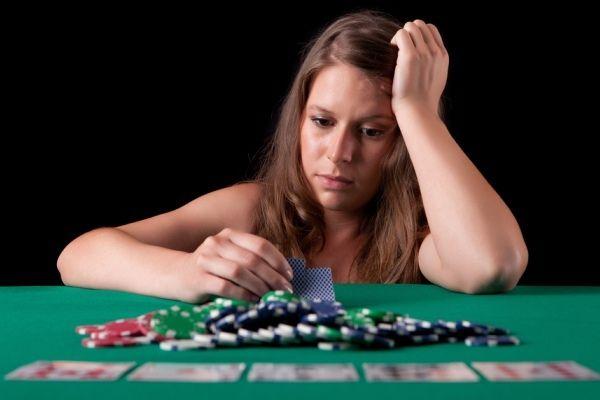 หญิงออซซี่เล่นบาคาร่ามาราธอน 96 ชั่วโมง จนหลับคาเครื่องโป๊กเกอร์